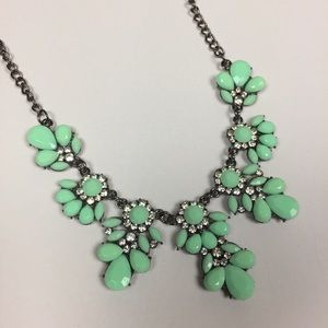 🔥LAST CALL🔥NWOT Mint Statement Necklace